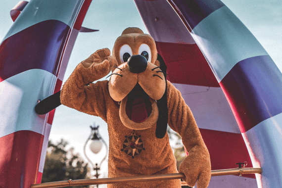 Goofy greeting park guests at Disney World 2020.